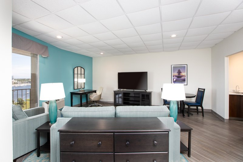 Holiday Inn Charleston-Riverview-Enjoy the spacious living spaces<br/>Image from Leonardo