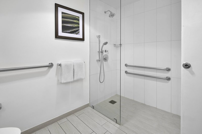 Courtyard by Marriott Kingston-Accessible Bathroom - Shower<br/>Image from Leonardo