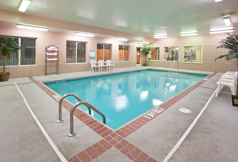 Holiday Inn Express & Suites Cincinnati - Blue Ash-Swimming Pool<br/>Image from Leonardo