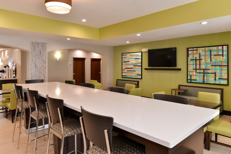 Holiday Inn Express & Suites Cincinnati - Blue Ash-Lobby Lounge<br/>Image from Leonardo