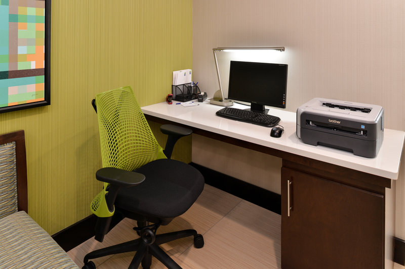 Holiday Inn Express & Suites Cincinnati - Blue Ash-Business Center<br/>Image from Leonardo