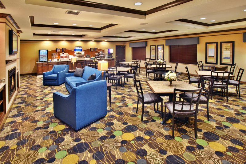 Holiday Inn Express Hotel & Suites Dubuque - West-Holiday Inn Express & Suites Dubuque, IA Family Dining<br/>Image from Leonardo