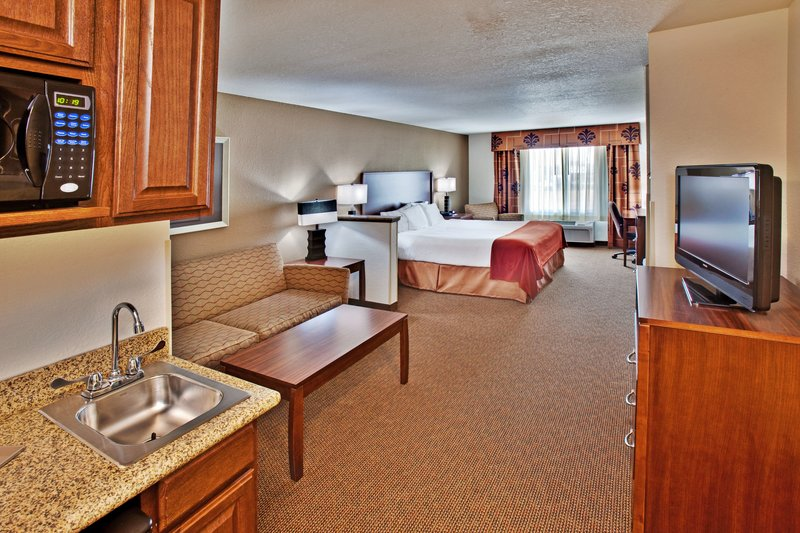Holiday Inn Express Hotel & Suites Dubuque - West-Guest Room<br/>Image from Leonardo