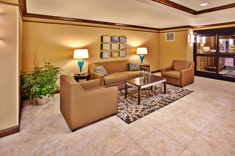 Holiday Inn Express Hotel & Suites Dubuque - West-Holiday Inn Express & Suites Dubuque, IA Hotel Lobby<br/>Image from Leonardo