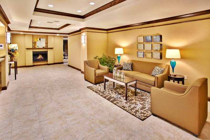 Holiday Inn Express Hotel & Suites Dubuque - West-Holiday Inn Express & Suites Dubuque Lobby<br/>Image from Leonardo