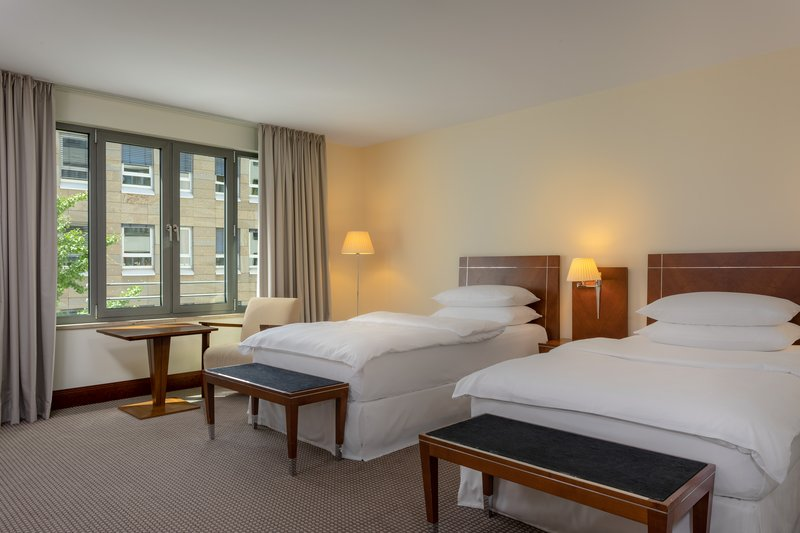 Sheraton Carlton Hotel Nuernberg-Twin/Twin Executive Guest Room<br/>Image from Leonardo