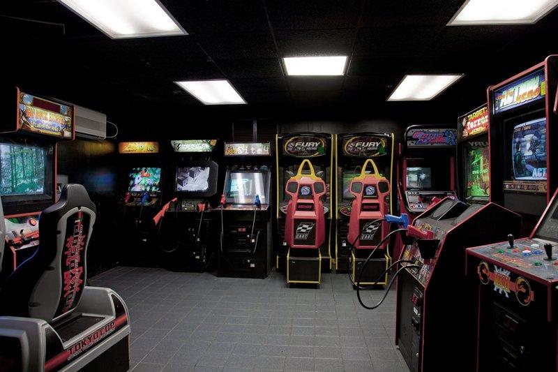 Holiday Inn Burbank - Media Center-Burbank Hotel Arcade room<br/>Image from Leonardo