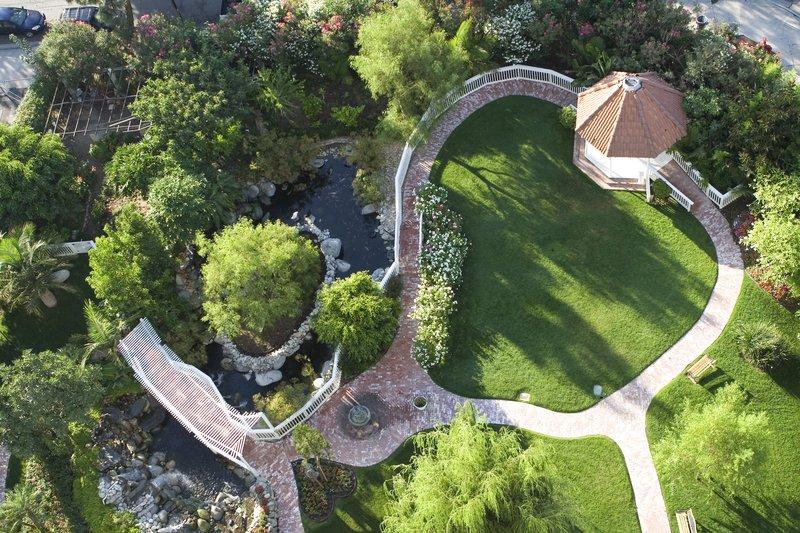 Holiday Inn Burbank - Media Center-Garden area perfect for leisure or wedding receptions<br/>Image from Leonardo