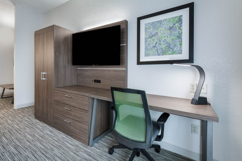 Holiday Inn Express Suites Jasper-Guest Room<br/>Image from Leonardo