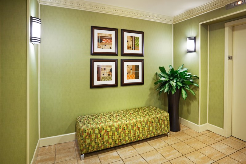 Holiday Inn Knoxville Downtown-Elevator Lobby<br/>Image from Leonardo