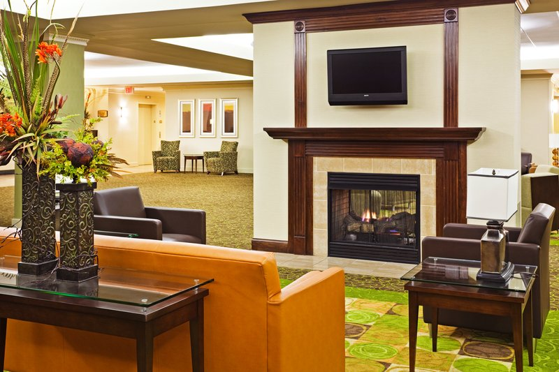 Holiday Inn Knoxville Downtown-Hotel Lobby<br/>Image from Leonardo