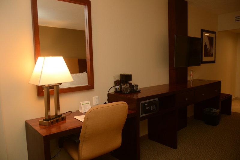 Holiday Inn Hotel & Suites Hermosillo Aeropuerto-Guest Room<br/>Image from Leonardo