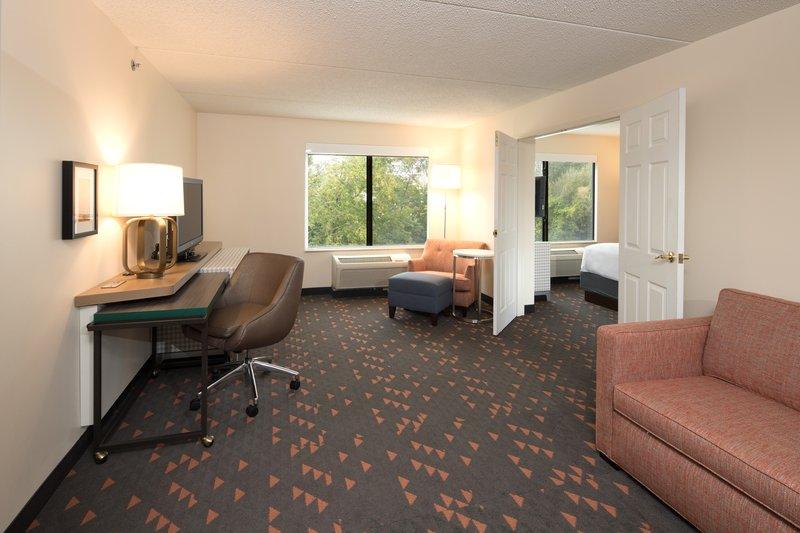 Holiday Inn Ann Arbor Univ Michigan Area-Guest Room<br/>Image from Leonardo