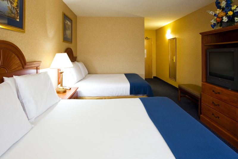 Holiday Inn Express Syracuse Airport-2 Queen beds to house your sports team<br/>Image from Leonardo
