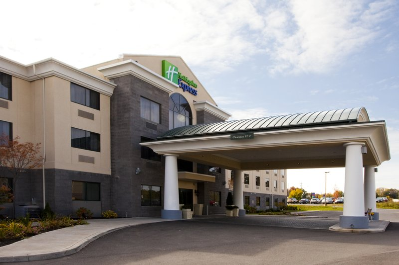 Holiday Inn Express Syracuse Airport-15 minutes from the Carrier Dome & SU Sports<br/>Image from Leonardo