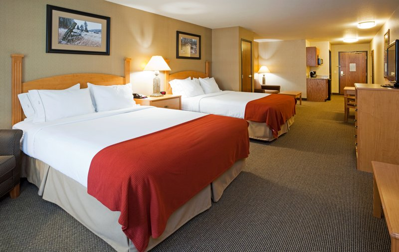 Holiday Inn Express & Suites Custer-Extended Two Queen Suite<br/>Image from Leonardo