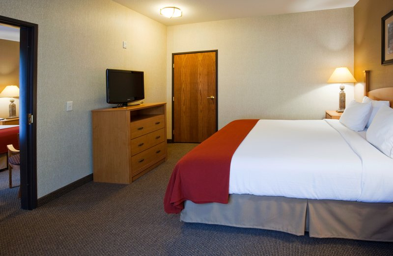 Holiday Inn Express & Suites Custer-Two Room Corner Suite<br/>Image from Leonardo