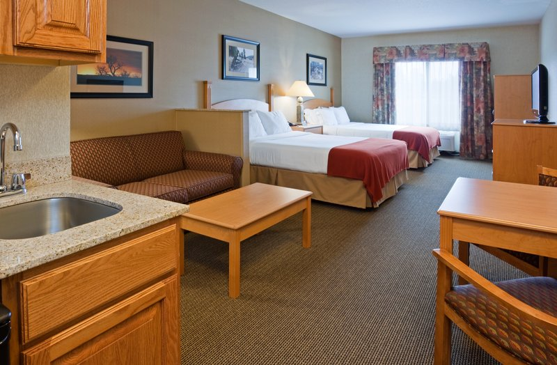 Holiday Inn Express & Suites Custer-Standard Two Queen Suite<br/>Image from Leonardo
