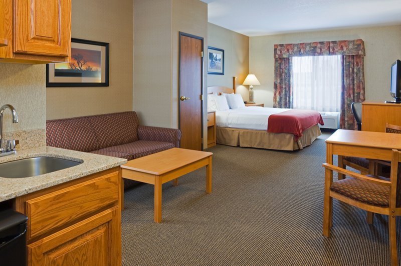 Holiday Inn Express & Suites Custer-King Suite<br/>Image from Leonardo