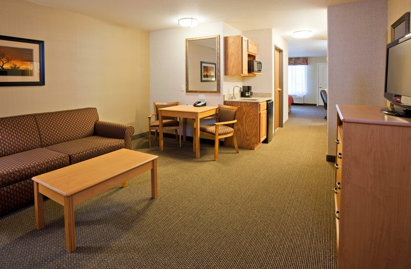 Holiday Inn Express & Suites Custer-Deluxe King Suite<br/>Image from Leonardo