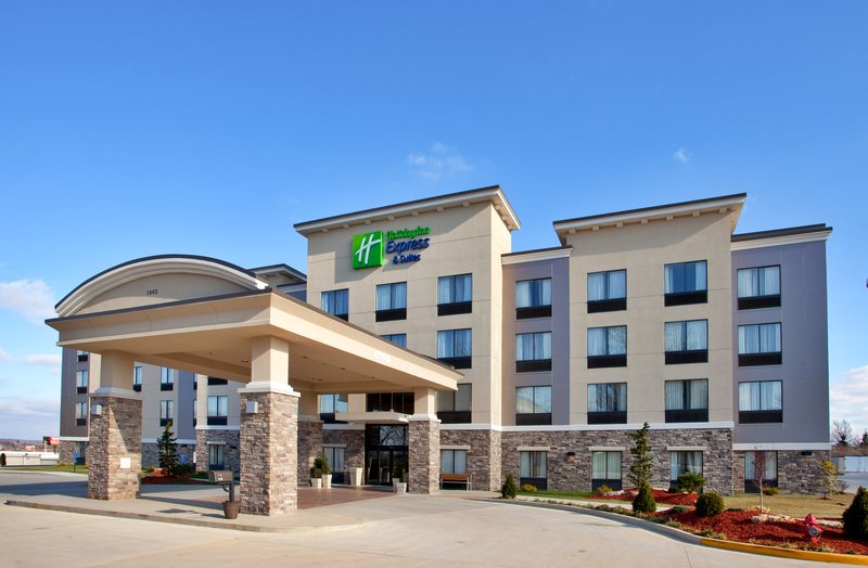 Holiday Inn Express & Suites Festus - South St. Louis-If you think the outside looks beautiful, then come on in!<br/>Image from Leonardo