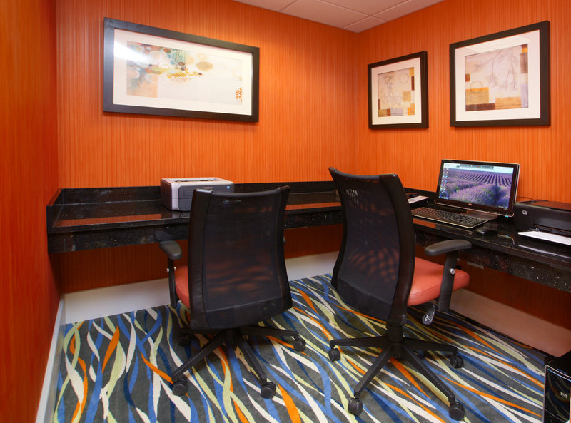 Holiday Inn Express & Suites Festus - South St. Louis-Traveling with work is made easy with out handy business center<br/>Image from Leonardo