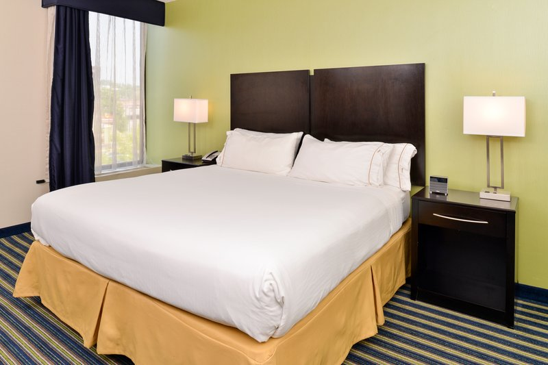 Holiday Inn Express Worcester Downtown-Spacious King Bed Guest Room<br/>Image from Leonardo