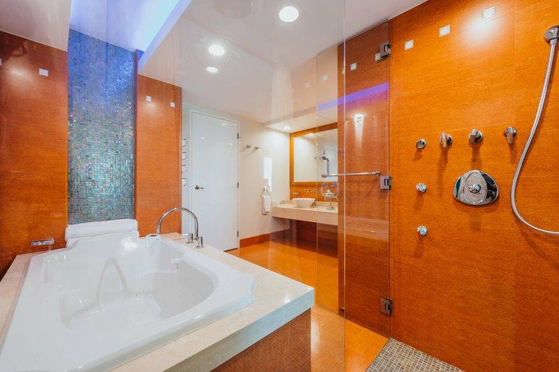 Renaissance Aruba Resort & Casino - Presidential Suite - Bathroom <br/>Image from Leonardo