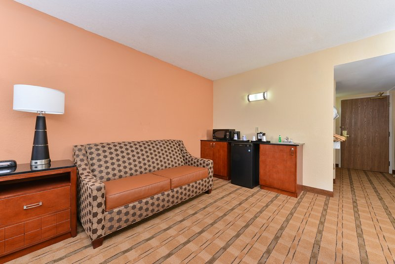 Holiday Inn Express & Suites Palm Coast - Flagler Beach Area-Deluxe Room<br/>Image from Leonardo