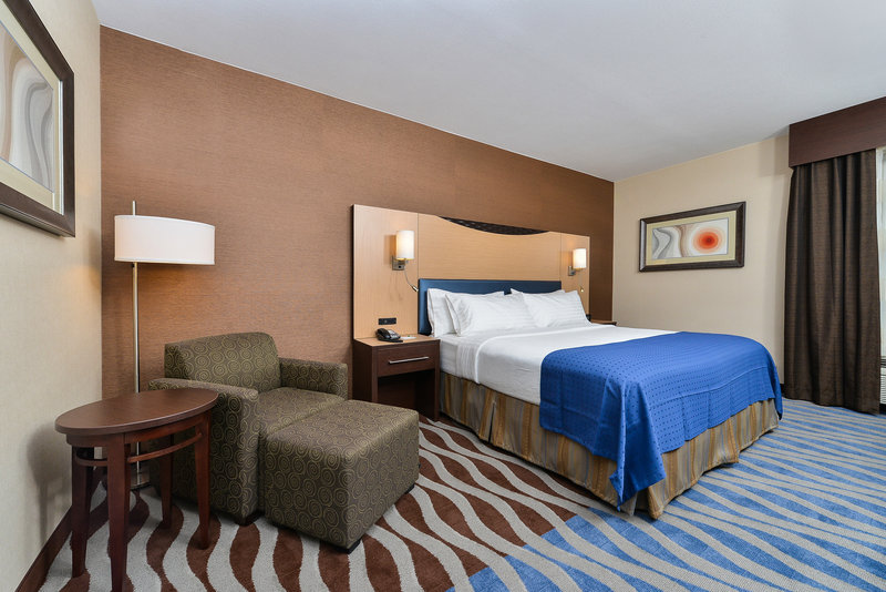 Holiday Inn Cody-At Buffalo Bill Village-standard king room<br/>Image from Leonardo