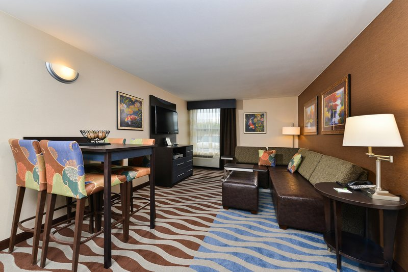 Holiday Inn Cody-At Buffalo Bill Village-Spacious living area<br/>Image from Leonardo
