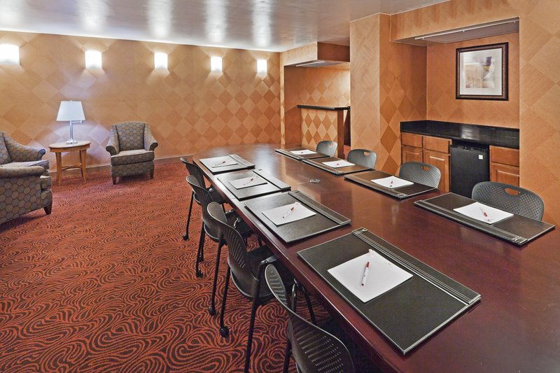Crowne Plaza Dallas Downtown-Boardroom<br/>Image from Leonardo