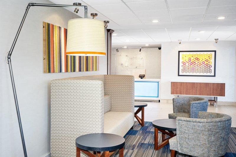 Holiday Inn Express Sheboygan-Kohler (I-43)-Lobby Lounge<br/>Image from Leonardo