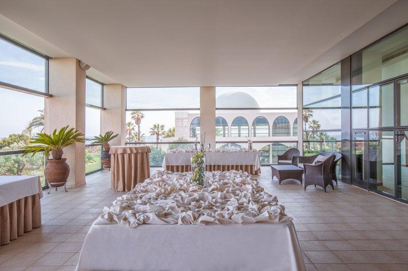 Crowne Plaza Vilamoura - Algarve-Terrace<br/>Image from Leonardo