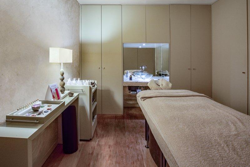 Crowne Plaza Vilamoura - Algarve-Massage Room<br/>Image from Leonardo