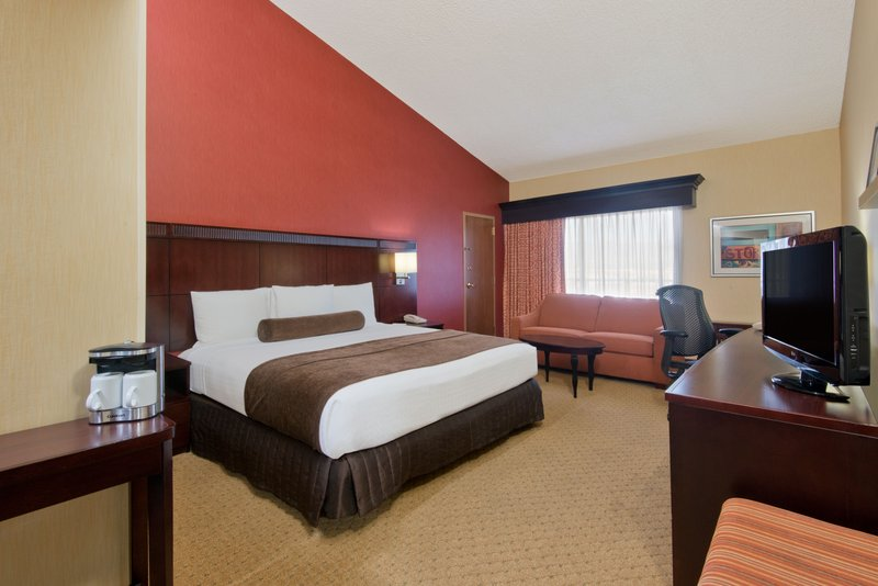 Crowne Plaza Albuquerque-Elegant Presidential King Suite<br/>Image from Leonardo