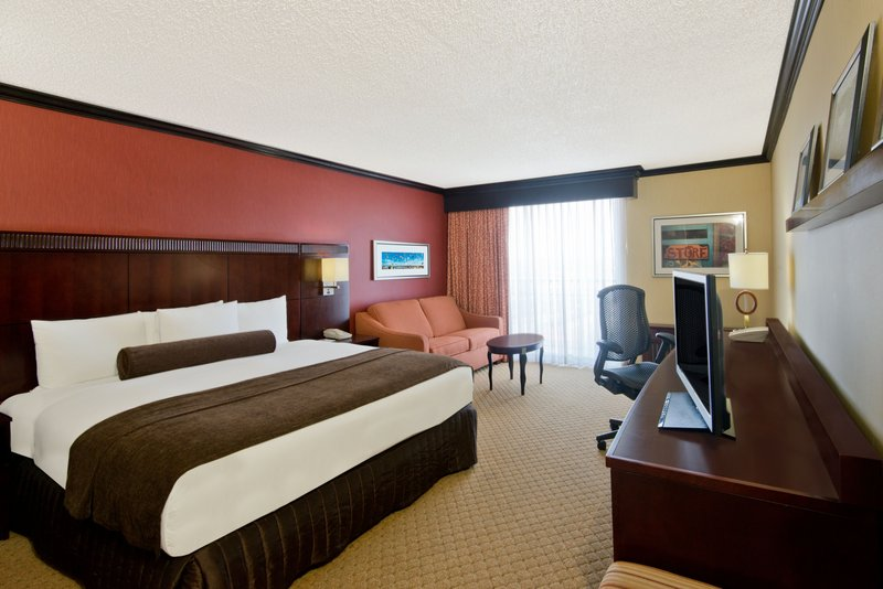 Crowne Plaza Albuquerque-King Bed Guest Room<br/>Image from Leonardo