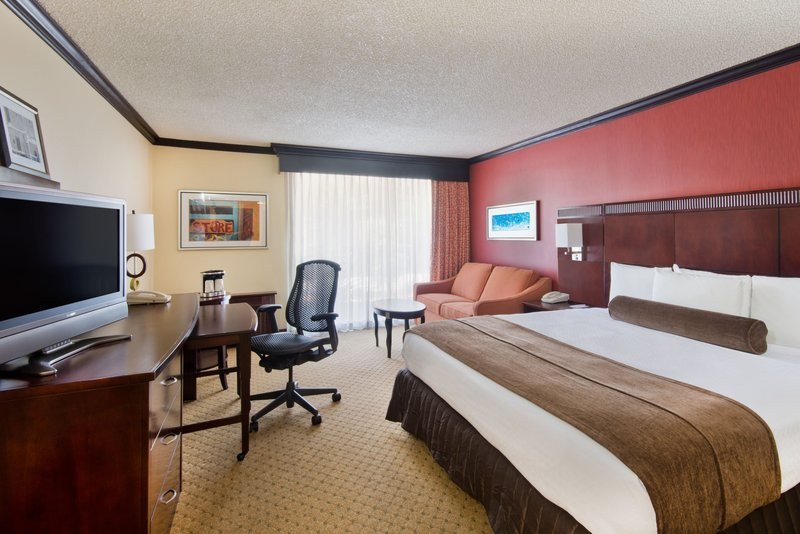 Crowne Plaza Albuquerque-Modern King Executive ADA Nonsmoking Room<br/>Image from Leonardo