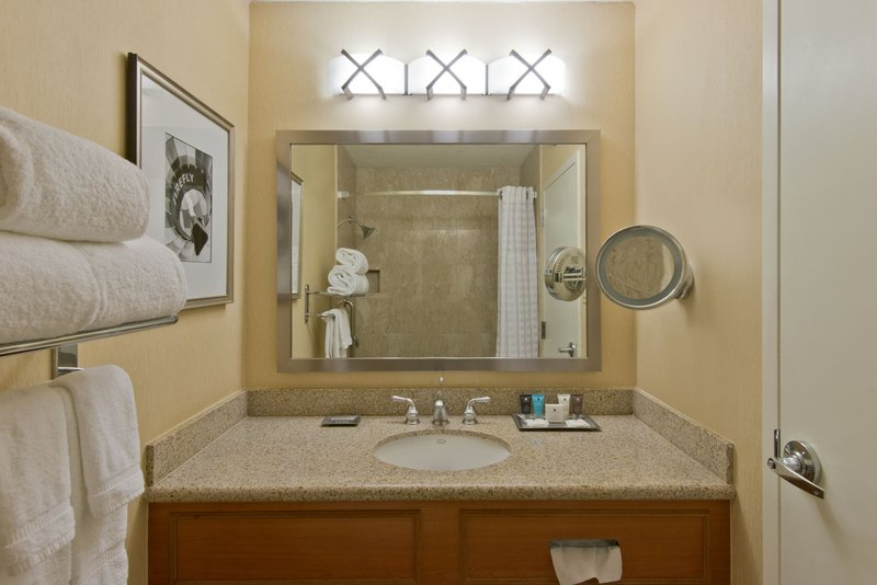 Crowne Plaza Albuquerque-Executive Bathroom<br/>Image from Leonardo