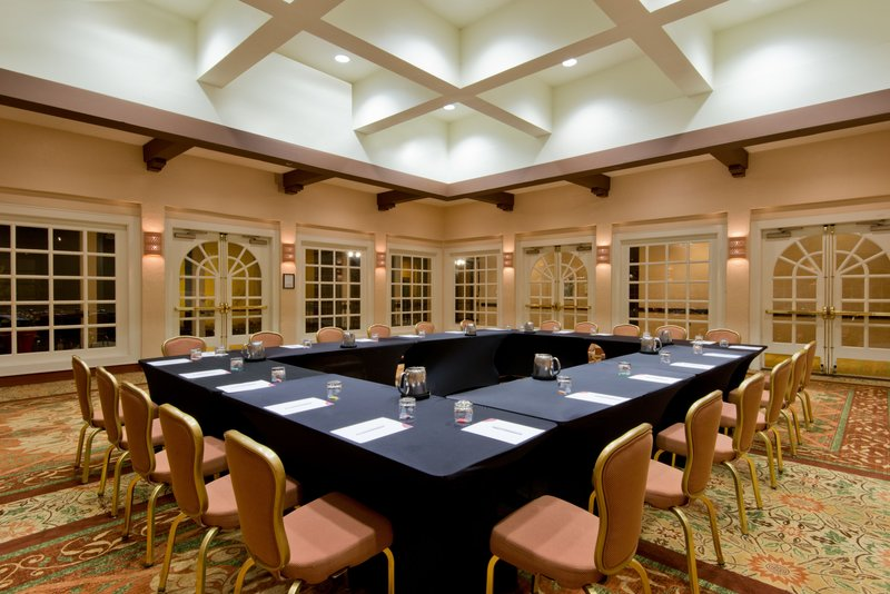 Crowne Plaza Albuquerque-The Meeting Room is well-equipped for your business needs<br/>Image from Leonardo