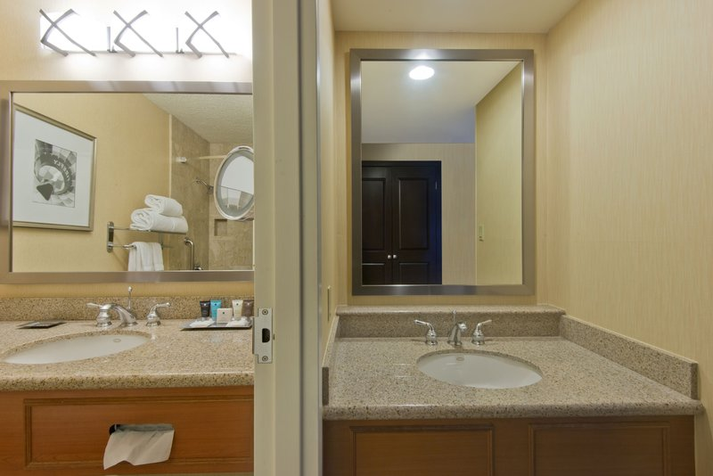 Crowne Plaza Albuquerque-Modern Executive Suite Bathroom<br/>Image from Leonardo
