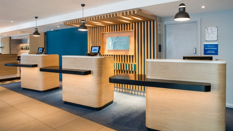 Holiday Inn Express Oxford - Kassam Stadium-Reception<br/>Image from Leonardo