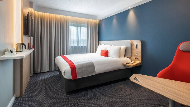 Holiday Inn Express Oxford - Kassam Stadium-Double Bed Guest Room<br/>Image from Leonardo