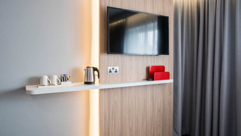 Holiday Inn Express Oxford - Kassam Stadium-Room Feature<br/>Image from Leonardo
