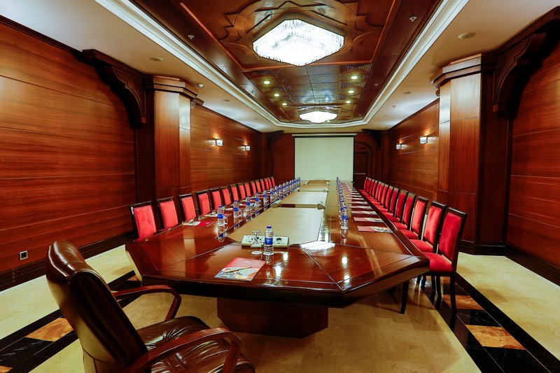 Crowne Plaza Antalya-Boardroom<br/>Image from Leonardo