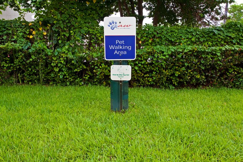 Candlewood Suites Ft. Lauderdale Airport/Cruise-Pet Walking area<br/>Image from Leonardo