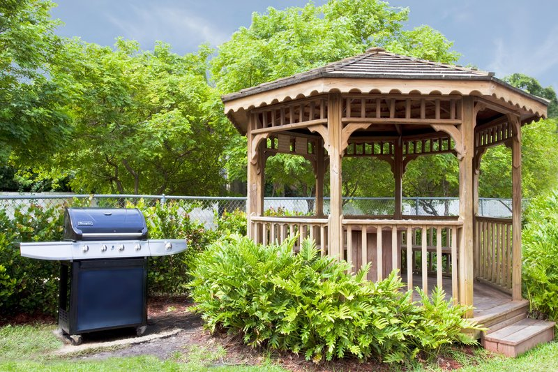 Candlewood Suites Ft. Lauderdale Airport/Cruise-Guest Patio<br/>Image from Leonardo