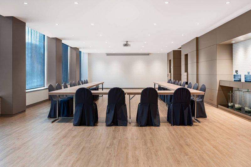 AC La Rioja-Gran Forum Meeting Room - U-Shape Setup<br/>Image from Leonardo
