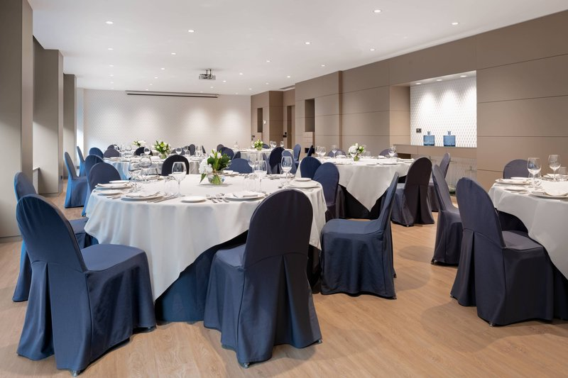AC La Rioja-Gran Forum Meeting Room - Banquet Set Up<br/>Image from Leonardo