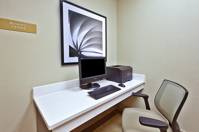 Candlewood Suites Indianapolis Airport-Business Center<br/>Image from Leonardo